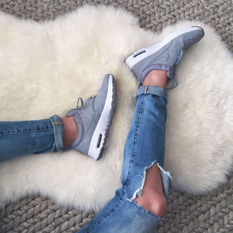Thea Nike Sneakers