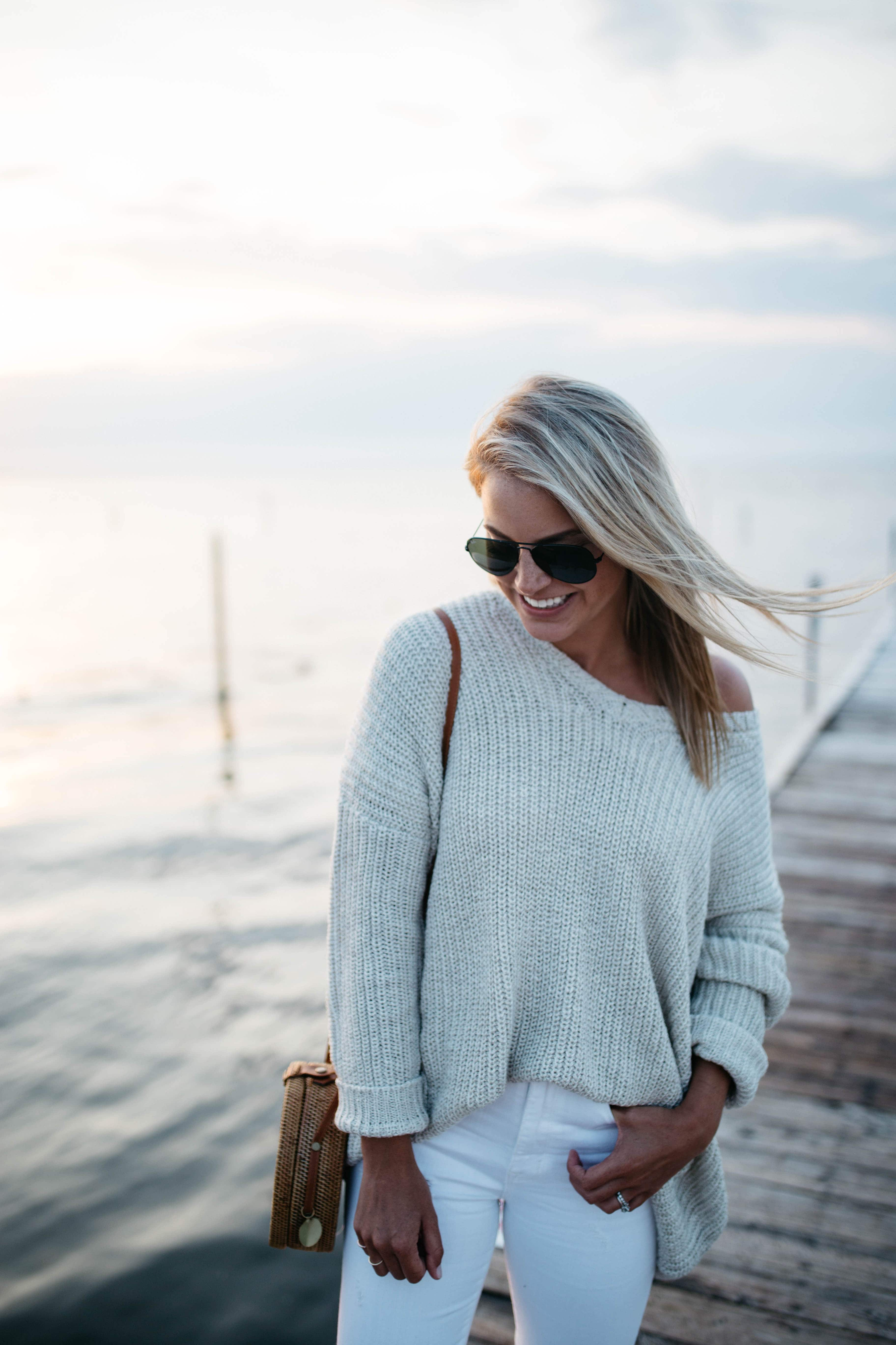 Urban OutfittersEcote Olivia V-Neck Pullover Sweater