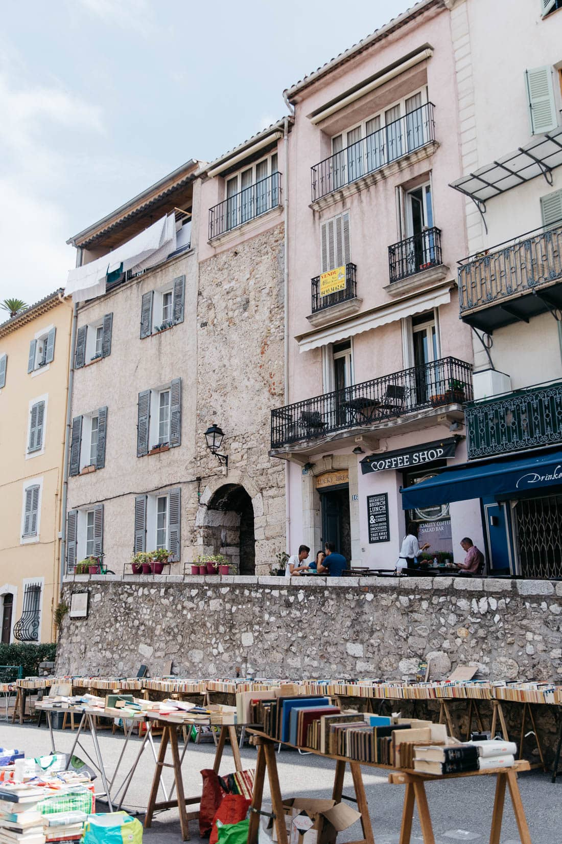 How to get to Antibes from Nice