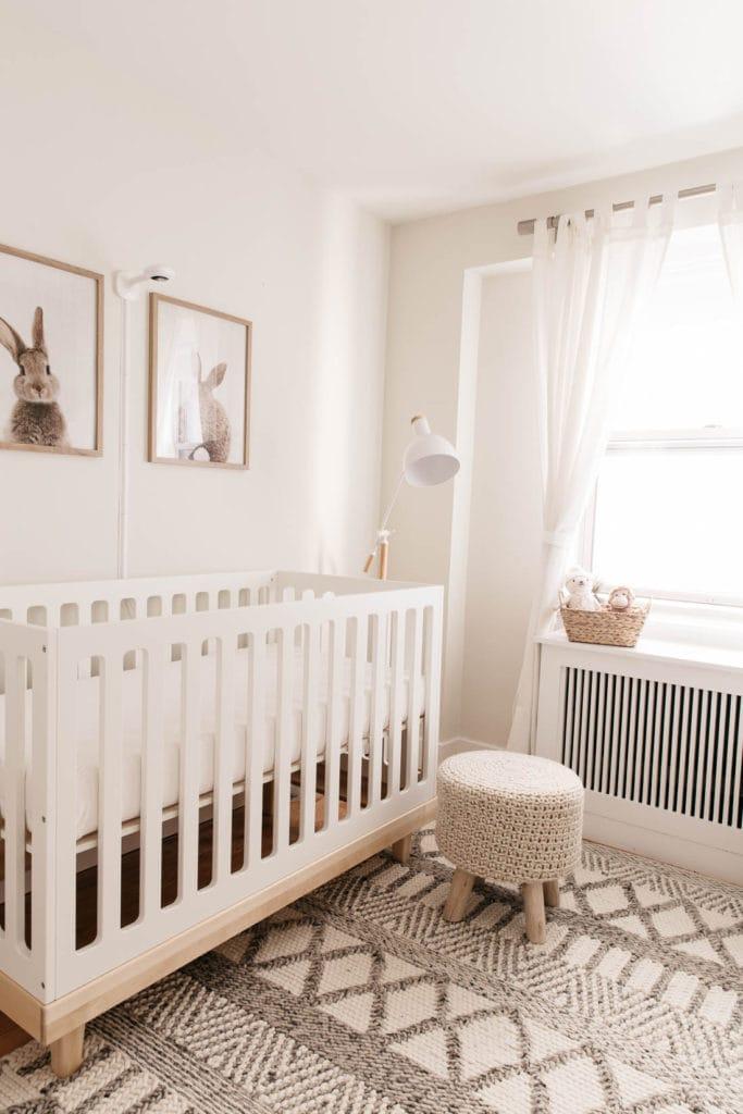 Planning your nursery room? Here I have 18 Neutral Modern Nursery Ideas for your Baby Room for you.  You do not need a decorator to achieve a soft and tender cozy environment for your baby. You can use some inspiration and a little creativity. You need to find the look you want to achieve.
